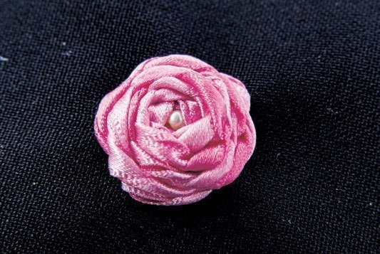 DIY-Delicate-Embroidery-Rosette-8