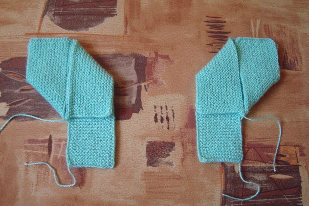 DIY-Pretty-Knitted-Home-Slippers-5