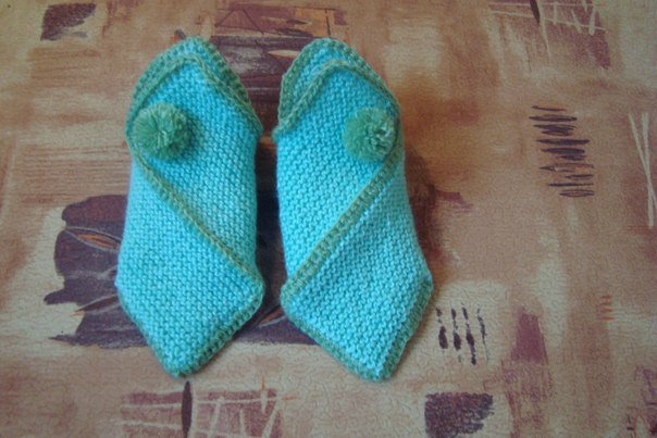 DIY-Pretty-Knitted-Home-Slippers-8