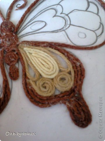 How-to-Make-Beautiful-Filigree-Butterfly-with-Yarn-10