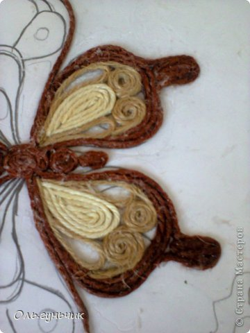 How-to-Make-Beautiful-Filigree-Butterfly-with-Yarn-11