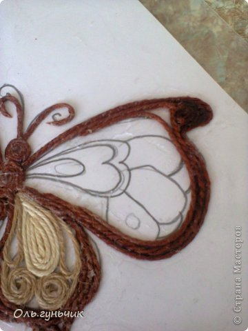 How-to-Make-Beautiful-Filigree-Butterfly-with-Yarn-13