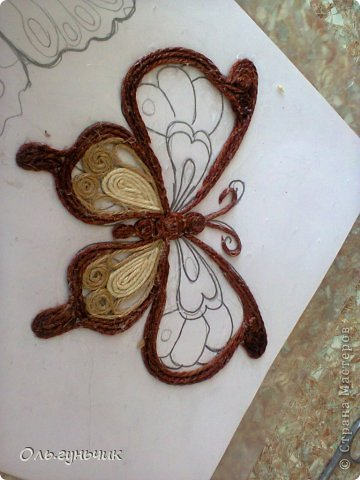 How-to-Make-Beautiful-Filigree-Butterfly-with-Yarn-16