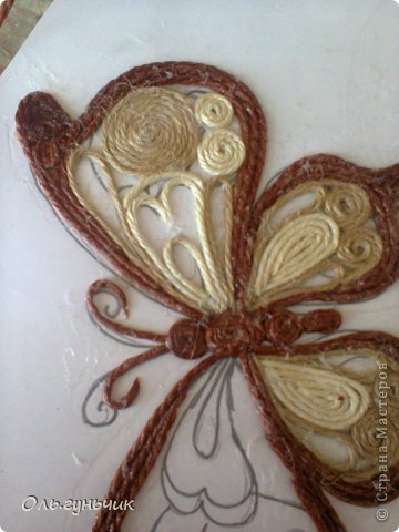 How-to-Make-Beautiful-Filigree-Butterfly-with-Yarn-17