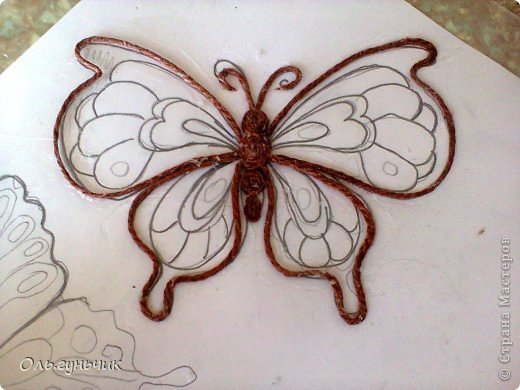 How-to-Make-Beautiful-Filigree-Butterfly-with-Yarn-6