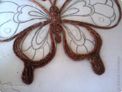 How-to-Make-Beautiful-Filigree-Butterfly-with-Yarn-7