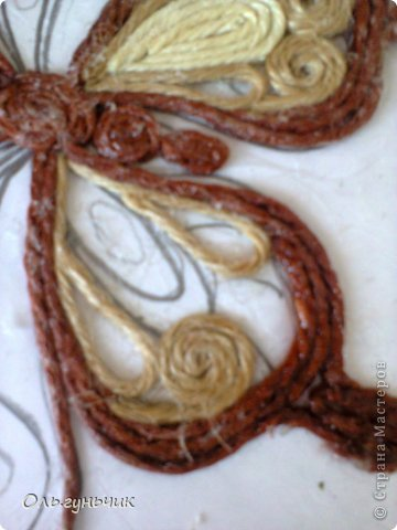 How-to-Make-Beautiful-Filigree-Butterfly-with-Yarn-8