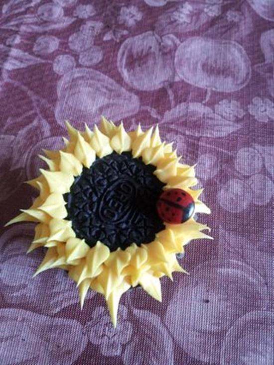 Oreo Sunflower Cupcakes9