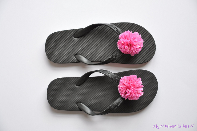 Recycled plastic bag pompom flip flops wonderfuldiy1 Wonderful DIY Recycled Plastic Bag Pompom Flip flops