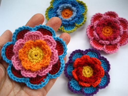 Triple Layer Flower0000 Triple Layer Crochet Flower   How to Make it Yourself