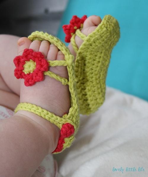 crochet-flower-baby-sandal 2
