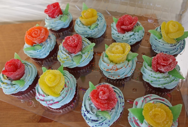 gumdrop-rose-cupcakes