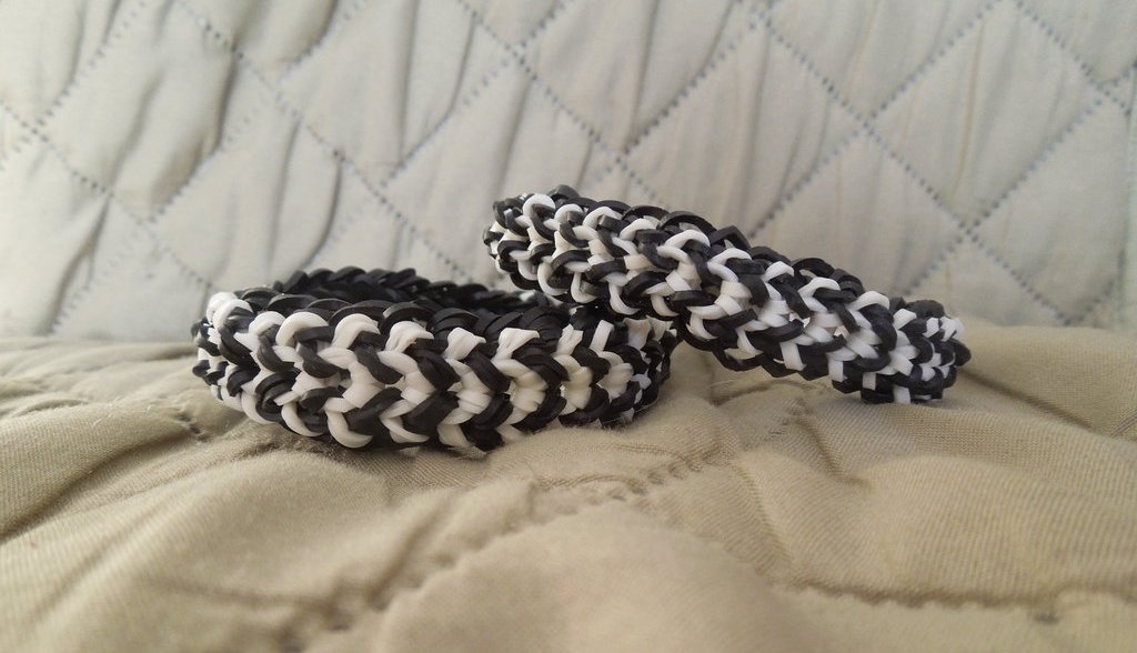 Black and White Tire Track Rainbow Loom Bracelets