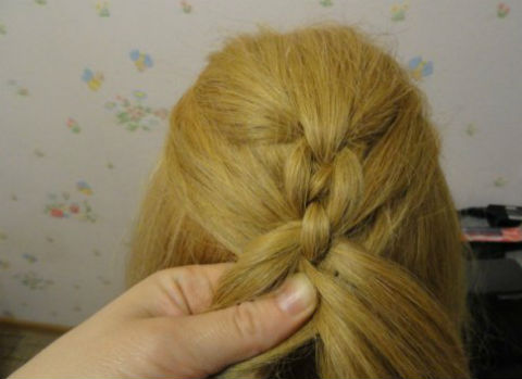 Braided-Chain-Pigtail-Hairstyle-11