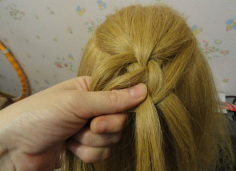 Braided-Chain-Pigtail-Hairstyle-12