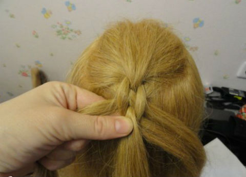 Braided-Chain-Pigtail-Hairstyle-8