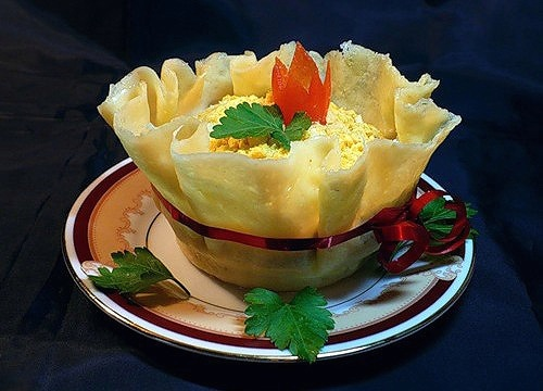 Edible Cheese Bowls1 Wonderful DIY Yummy Edible Cheese  Bowl With Salad
