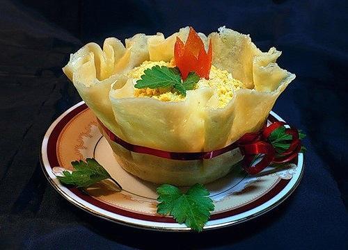 Edible Cheese Bowls1 Wonderful DIY Yummy Edible Cheese  Bowl With Salad
