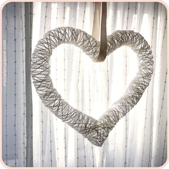 Heart yarn Wreath with balloon4
