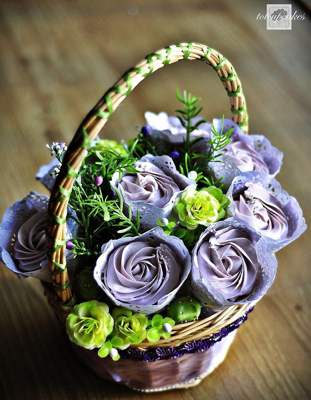 Rose cupcake bouquet basket