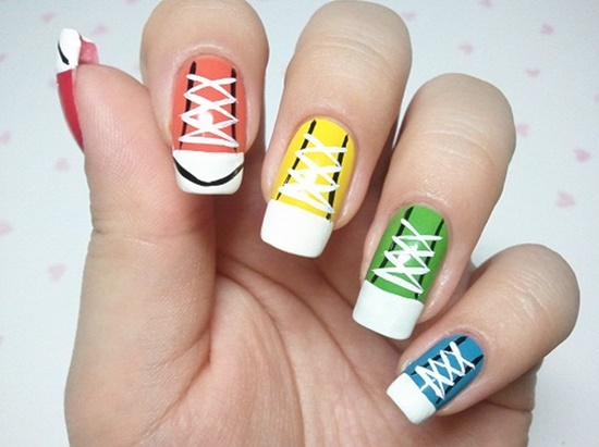 d499ae87924921 VIEW IN GALLERY Sneakers-Nail-Art-Tutorial-18