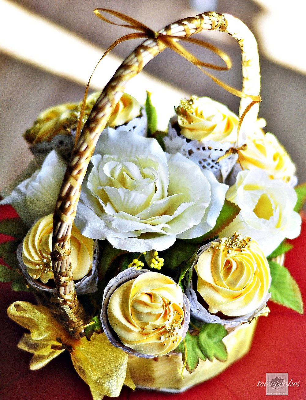 Yellow roses cupcake bouquet