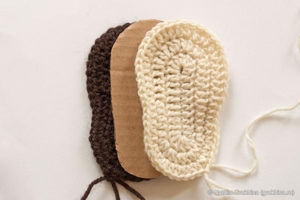 diy-crochet-baby-booties-ugg-style-41