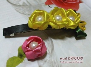 diy ribbon flower hair clip 01 Wonderful DIY Ribbon Rose Hair Clip With Peal