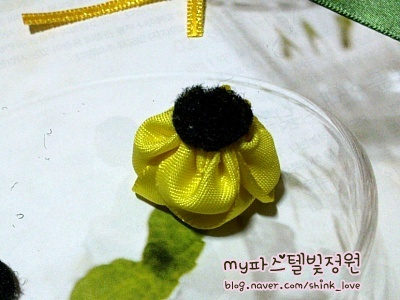 diy-ribbon-flower-hair-clip-10