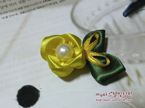 diy-ribbon-flower-hair-clip-15