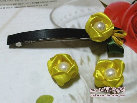 diy-ribbon-flower-hair-clip-16