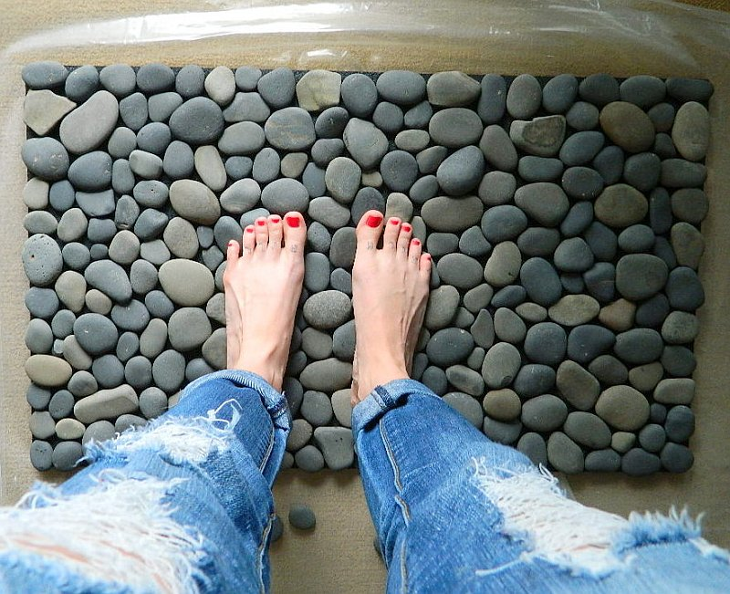 diy stone mat Fantastic DIY Stone Floor Mat   Free Guide and Tutorial