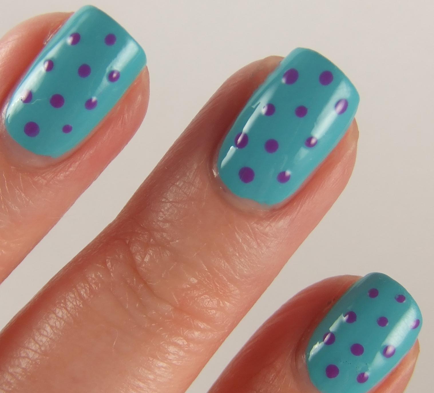 summer nails with polka dots