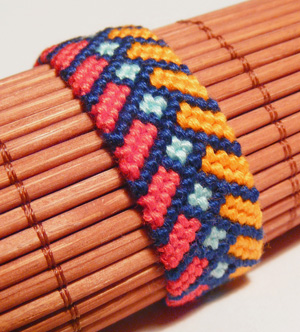 Chevron bracelet with square knot0 DIY Chevron Bracelet With Square Knot (Tutorial)