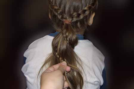 DIY-Heart-Shaped-Braids-Hairstyle-14
