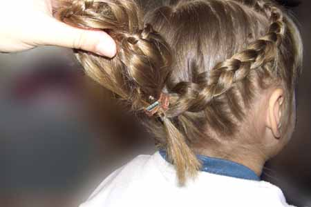DIY-Heart-Shaped-Braids-Hairstyle-17