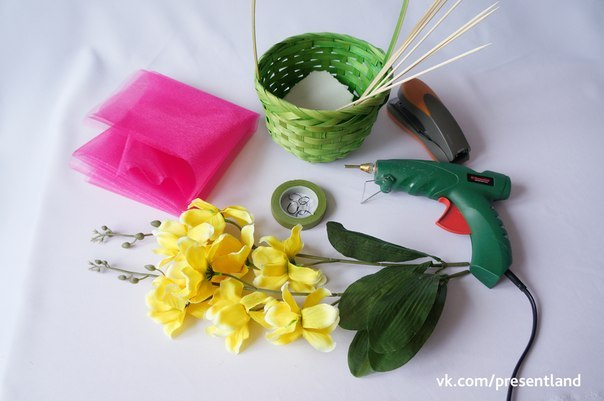 How-to-DIY-Baby-Clothes-Flower-Bouquet-2