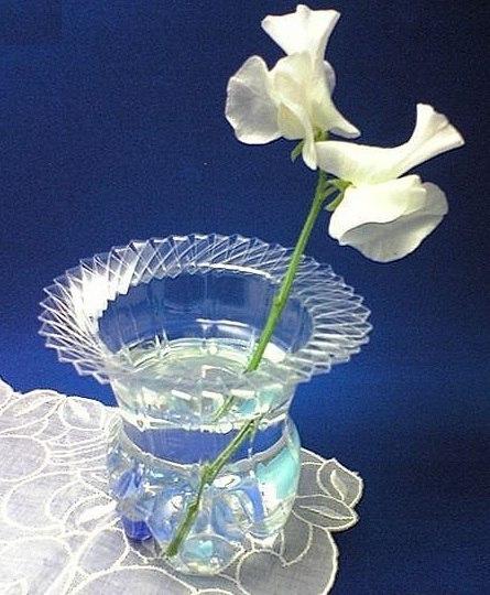 Plastic-Bottle-To-Vase-1
