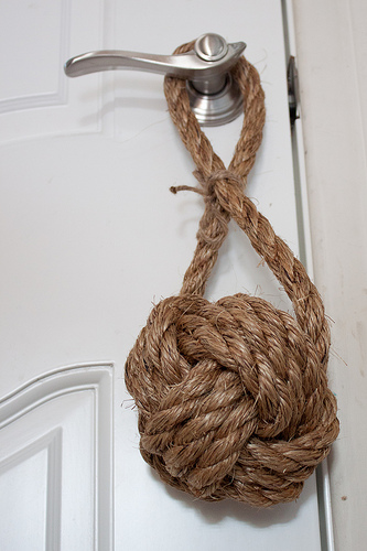 Tie-a-Monkeys-Fist-Decorative-Knot-10