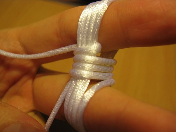 Tie-a-Monkeys-Fist-Decorative-Knot-3