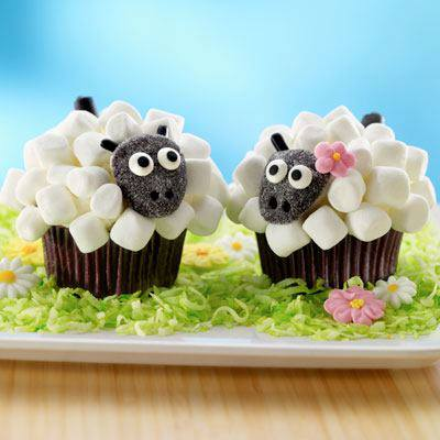 Marshmallow Sheep Cupcakes1 Wonderful DIY Cute Marshmallow Sheep Cupcake