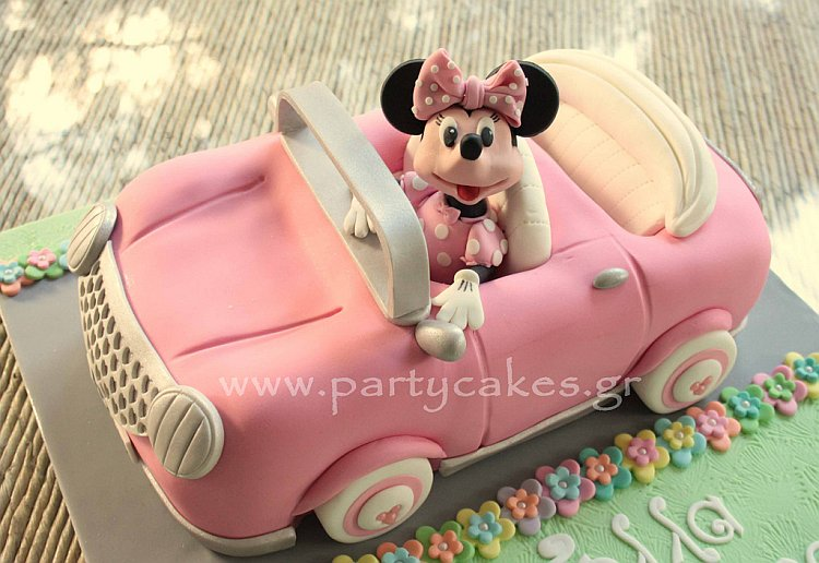 Minnie birthday cake  in car