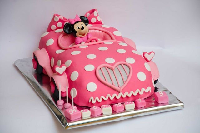 Minnie cake car