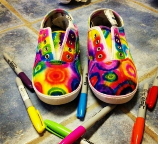 Sharpie Tie Dye Shoes wonderfuldiy Show Stopping Sharpie Tie Dye Shoes   Free Tutorial