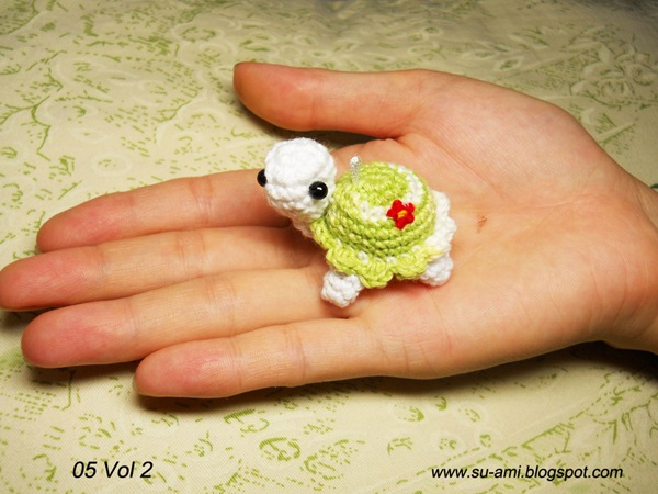 crochet-delicate-miniature-animals-from-japanese-artist-01