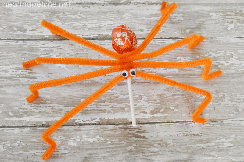 lollipos spider suckers 1 Wonderful DIY Halloween Lollipops  Spider Suckers