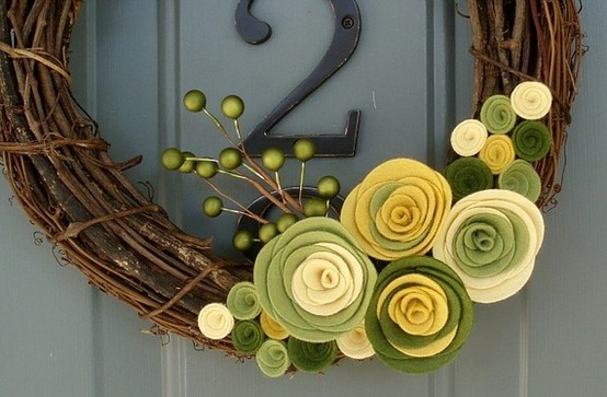 spring-wreath-with-green-felt-flowers