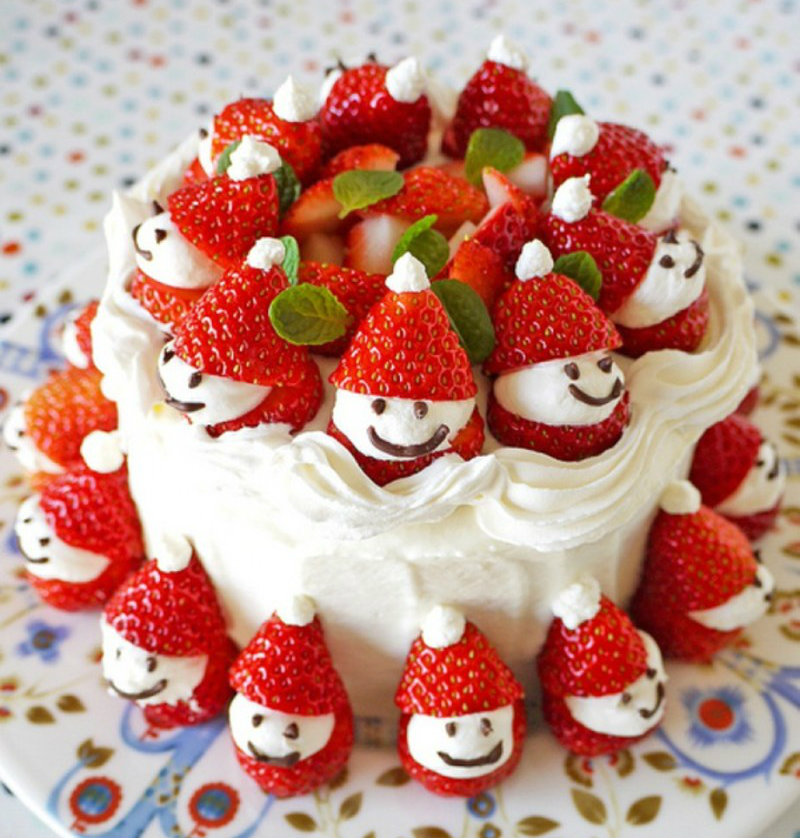 Strawberry-Santa-Cake-