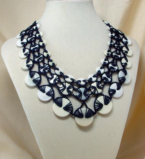 crochet button necklace1