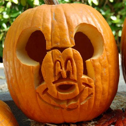 mickey-pumpkin-carving- 1